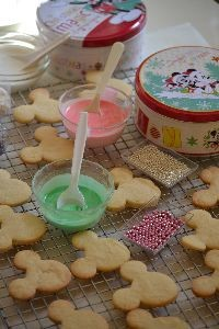 Mickey and Minnie cookies and tins_small