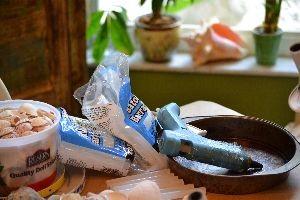 glue gun and glue sticks_small