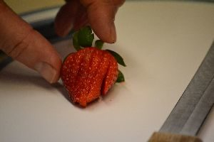 slicing the strawberrys 2_small