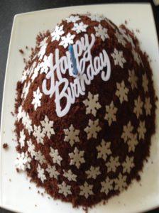 happy-birthday-snowflake-cake