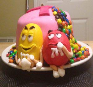 close-up-m-and-m-cake