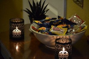 Halloween candy by the front door_small