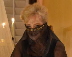 Julie close up veil_small