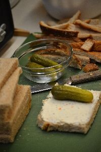 roll pickle in cream cheese on bread_small