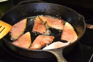 Frying ham in olive oil._small