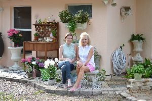 Julie and Veronica backyard Easter 2016_small