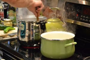 boiling the pastas on the stove top_small