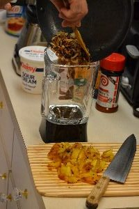 1-add-carmelized-onions-to-a-blender_small