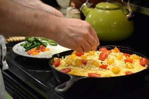 adding he red and yellow tomatoes_small