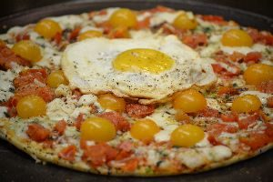 egg on pizza_small