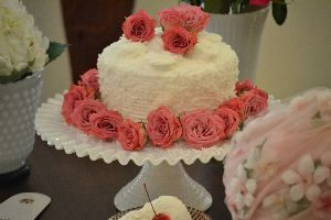 coconut cake with roses_small