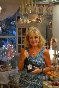 julie-barefoot-prosecco_small