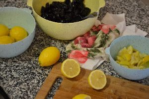 juicing and cutting up the lemons_small