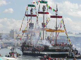 pirates invade Tampa_small